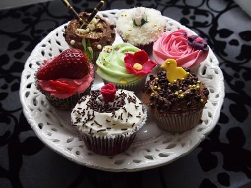 Tease Bakery Cupcake Plate
